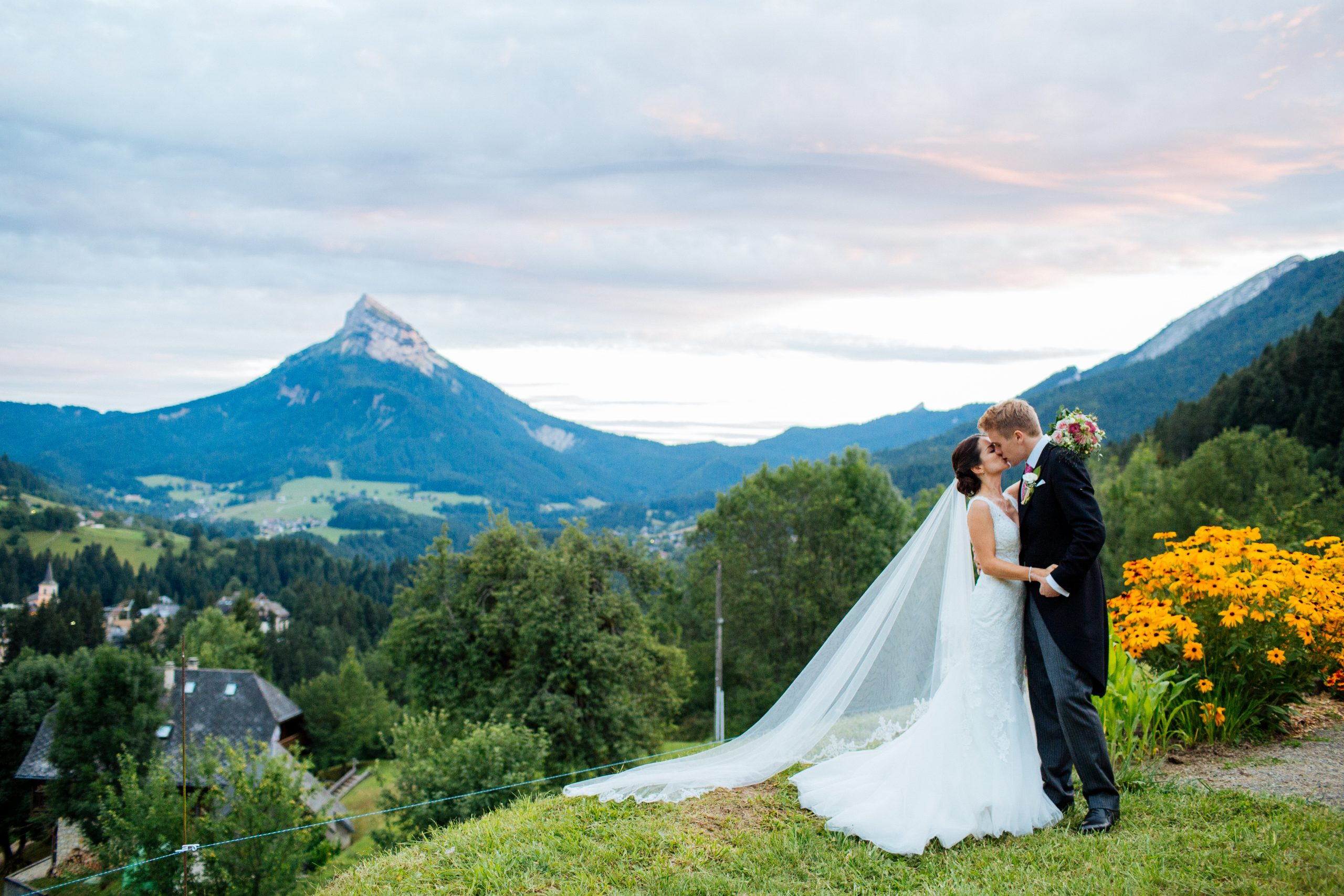 bride and groom French alps